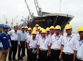 OMA Students Visits Ship